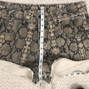 Shorts - Snake Pattern Distressed Shorts